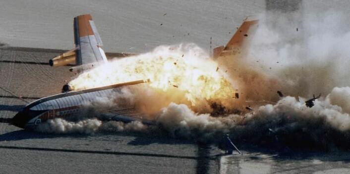 Når politikken buklander, er det lettere å bortforklare årsaken enn for en flypilot. Dette bildet er tatt under et kontrollert eksperiment av NASA i 1984. (Foto: NASA/Wikimedia Commons)