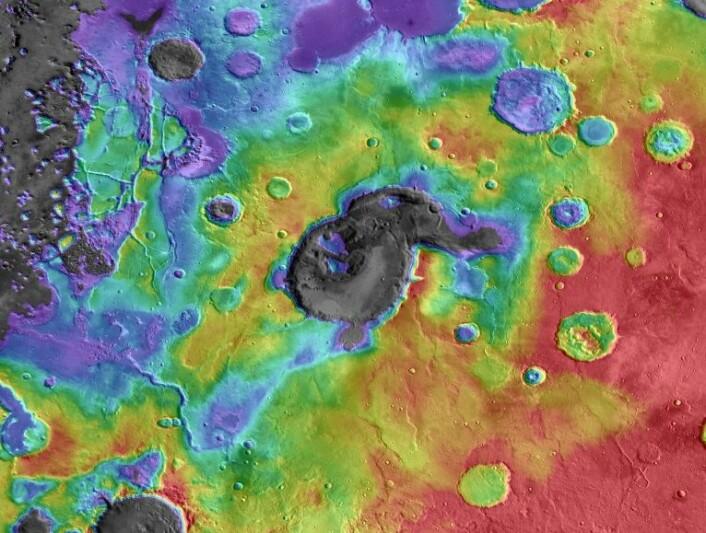 Høydedata og temperaturdata er lagt sammen over dette bildet av Eden Patera, det mest typiske eksemplet på rester etter supervulkaner på Mars. Kalderaen er omtrent 1800 meter dyp og 70 kilometer lang på det bredeste. (Foto: NASA/JPL/GSFC/Arizona State University)