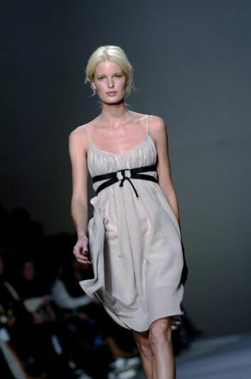 Er modellen objekt eller subjekt? Denne modellens navn var ikke å finne hos bildebyrået, men kjolen hun har på seg er fra den svenske designeren Filippa K. (Foto: SCANPIX)