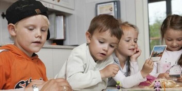 I følge Melhuish har «høykvalitets-barnehager» god kunnskap om hvordan voksne kan hjelpe barn til å løse konflikter og er også flinke til å gi foreldre råd om læring. (Foto: Sverre Jarild)