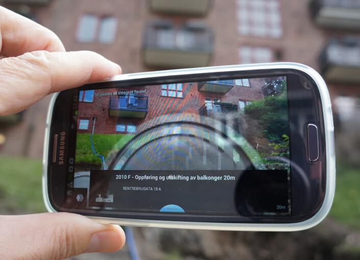 Mobilappen PlanAR kjører inne i appen Layar, som finnes både for Android og iPhone. Den viser saker fra Plan- og bygningsetaten i Oslo som grå sirkler foran stedet som saken gjelder. Jo større de grå sirklene er, desto nærmere er stedet som markeres. (Foto: Arnfinn Christensen, forskning.no.)