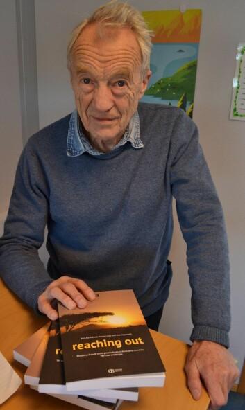 Karl Jan Solstad (78) har skrevet bok om skoler i Etiopia. (Foto: Nordlandsforskning)