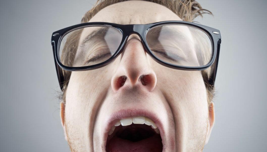 Du kan gjespe spontant dersom du er trøtt eller kjeder deg. Men du kan også bli smittet av andres drøvelframvisning. stokkete