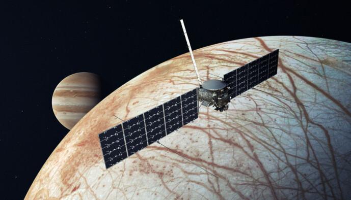 Slik ser NASA for seg at sonden kommer til å se ut i bane rundt Europa.