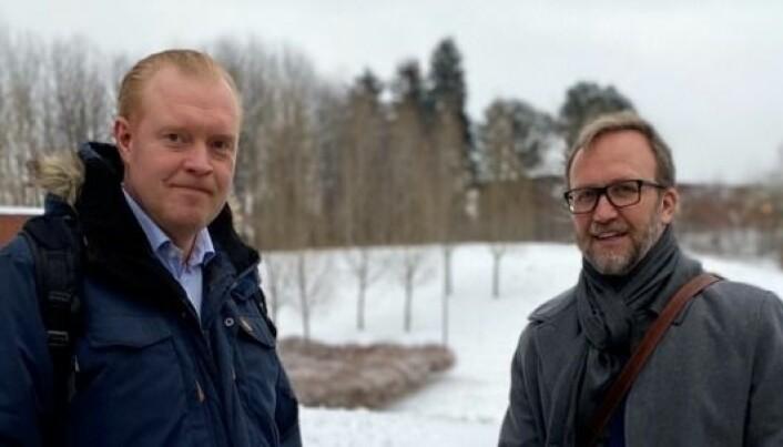 I samtale om utfordringer og muligheter innen organdonasjon: Professorene Kåre-Olav Stensløkken og Marius Timmann Mjaaland.