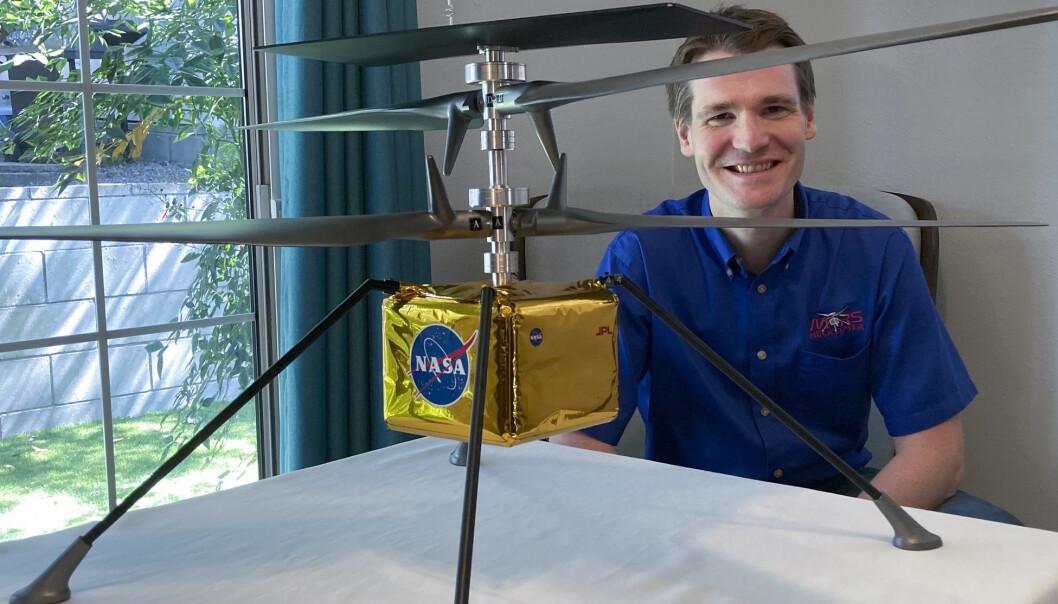 Trønderen Håvard Fjær Grip leder det historiske forsøket på å fly for første gang på en annen planet. Det lille helikopteret er 1,8 kilo tungt, og de to rotorene er 1,2 meter lange.