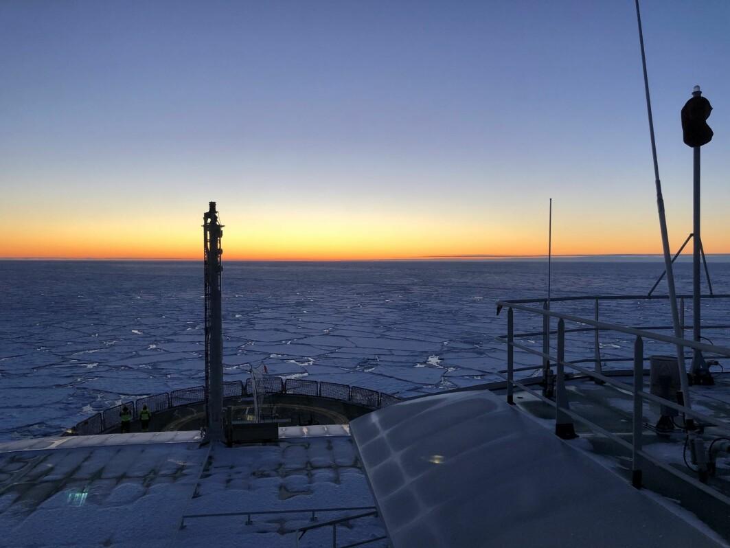 Utsikt over horisonten fra FF Kronprins Haakon