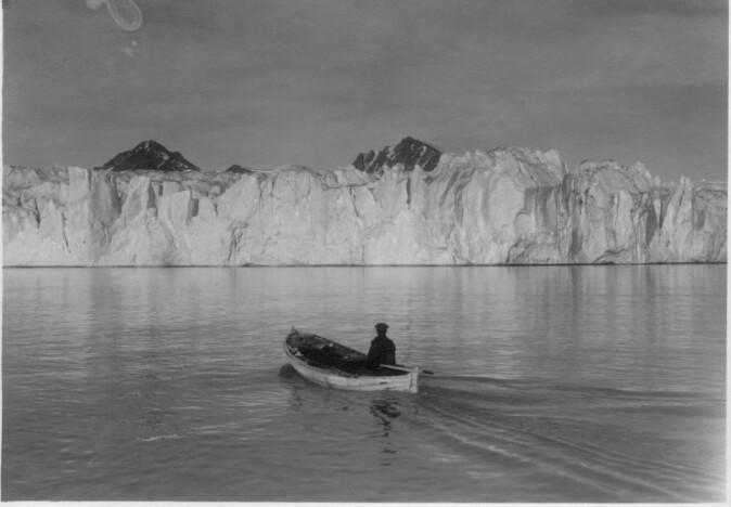 Blomstrandbreen er ein av fleire brear på Svalbard som har trekt seg tilbake dei siste tiåra. Her frå 1918.