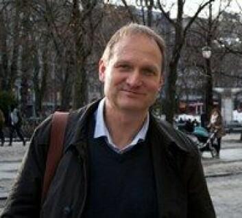 Tormod Fladby forsker på demens. (Foto: Elin Fugelsnes)