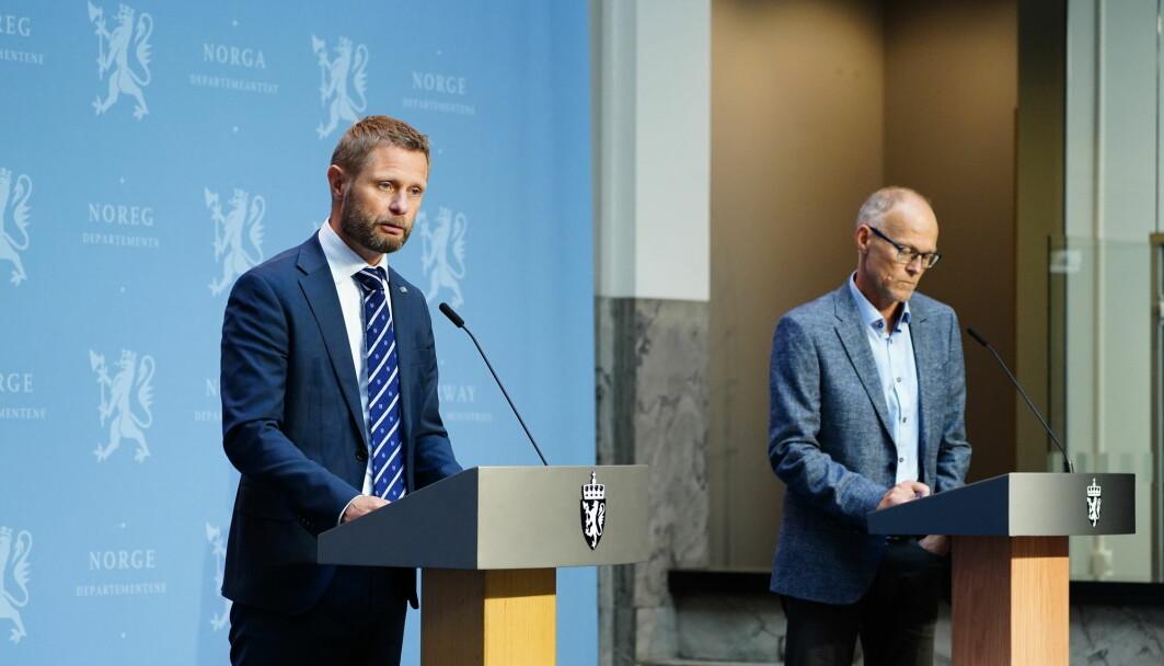 Fagdirektør Frode Forland og ekspertene hos FHI har delt ansvaret med Bent Høie og andre politikere under pandemien. Dette ble den norske løsningen. Det er Forland glad for.