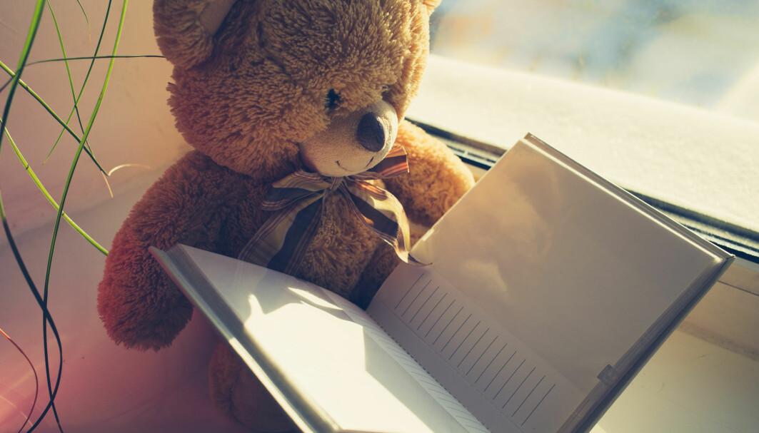 Forskere har lest hundrevis av fortellinger fra skolebamsenes dagbøker. Oftest er det mamma som skriver om hva bamsen har opplevd hjemme hos familien.
