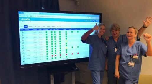 Inn med digitale tavler: Nå dropper helsepersonell beskjeder på gule lapper