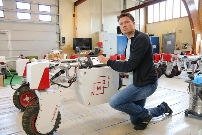 Pål Johan From (NMBU and Saga Robotics) with Thorvald the farming robot, ready to digitalize the food production chain.