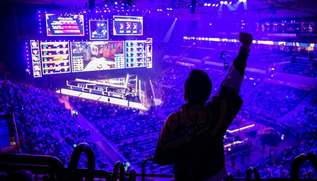 Interessen for e-sport er i kraftig vekst i store deler av verden. I 2020 antas det at hele 495 millioner så e-sport. Dette bildet er hentet fra en turnering i skytespillet Counter Strike: Global Offensive (CS:GO) fra Moskva i 2019.