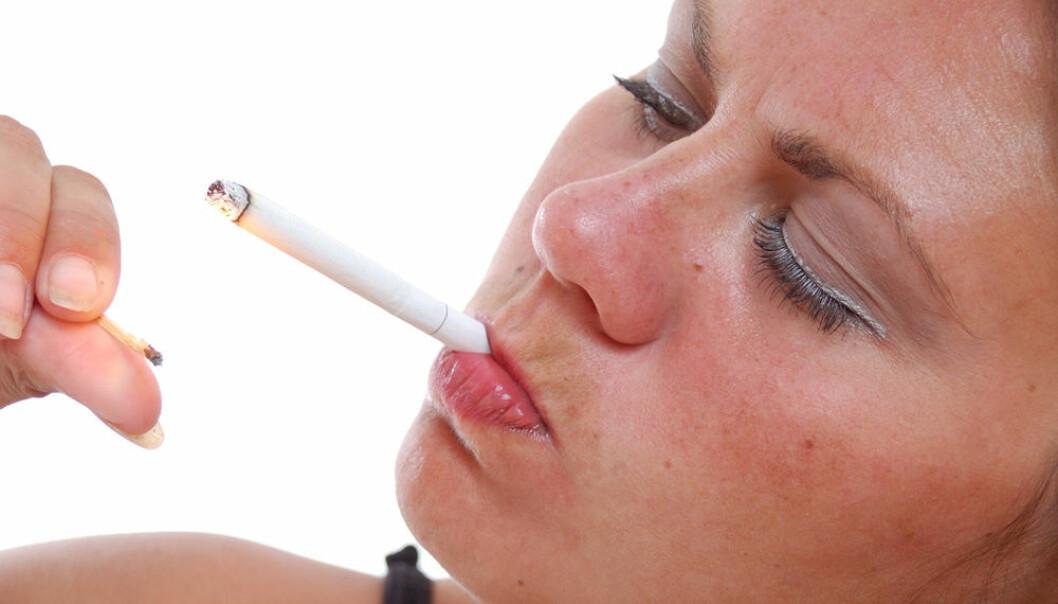 Røyker og dør som menn