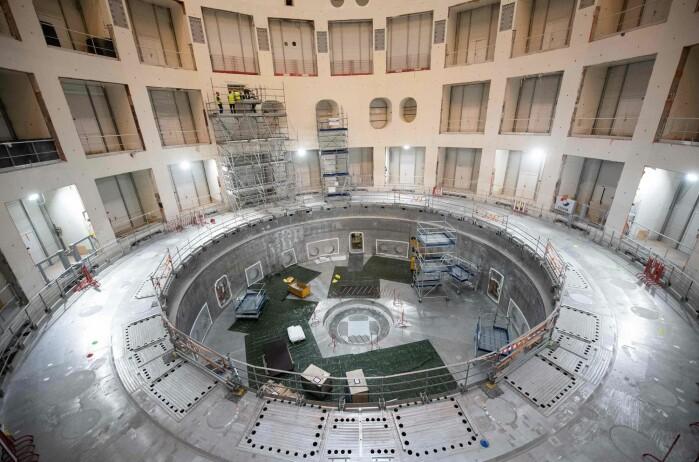 Her holder den store maskinen ITER på å bli bygget i Frankrike. Den skal brukes til å gjøre eksperimenter som etterligner sola.