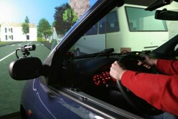 Test i NTNU og Sintefs kjøresimulator viser at erfaring hos eldre førere kompenserer for redusert reaksjonsevne. (Foto: Mentz Indergaard/NTNU Info)