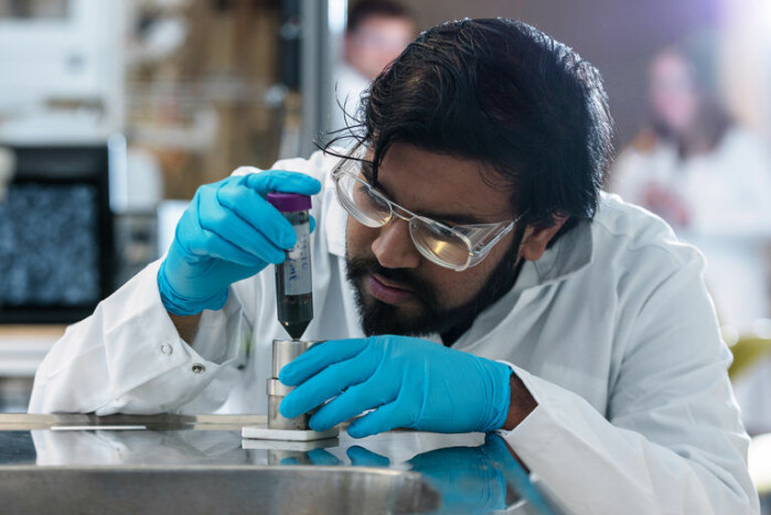 Sulalit Bandyopadhyay, then a postdoc at the Department of Chemical Engineering created the special magnetic nanoparticles.