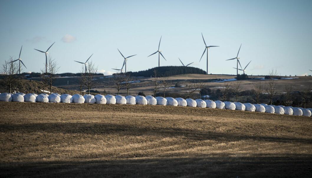 Store energianlegg som vindkraft har vært unntatt fra kommunal arealplanlegging siden 2009. Det betyr at kommunene har hatt begrensede muligheter til å påvirke utbyggingen og planleggingen av vindkraft i egne områder. Dette bildet er fra Jæren.