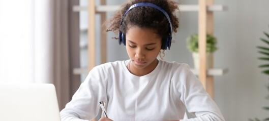 Er det lurt å høre på musikk når du gjør lekser?
