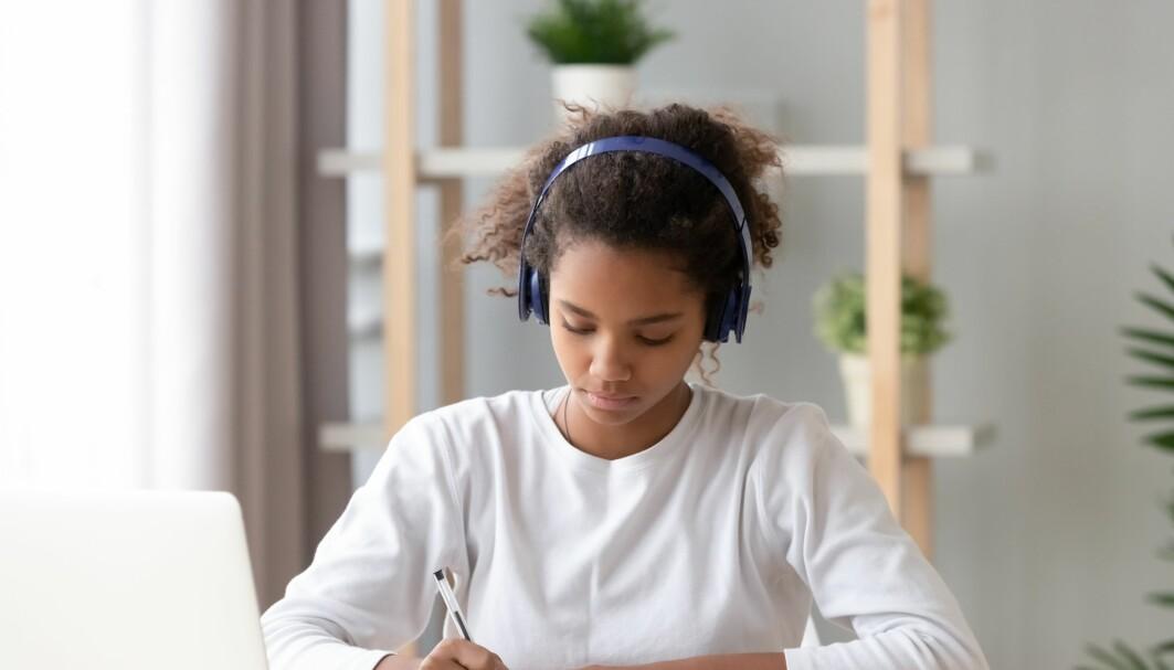 Liker du best å høre på musikk eller ha det stille når du gjør lekser?