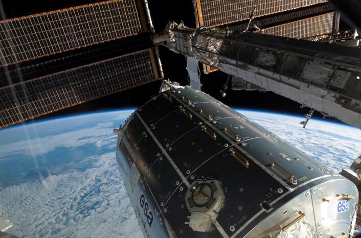 Den europeiske modulen Columbus på Den internasjonale romstasjonen opereres av det tyske rombyrået Deutsches Zentrum für Luft- und Raumfahrt e.V. (DLR), fra deres Columbus Control Center i Oberpfaffenhofen i Tyskland. Columbus ble skutt opp med romferga i februar 2008. (Foto: NASA)