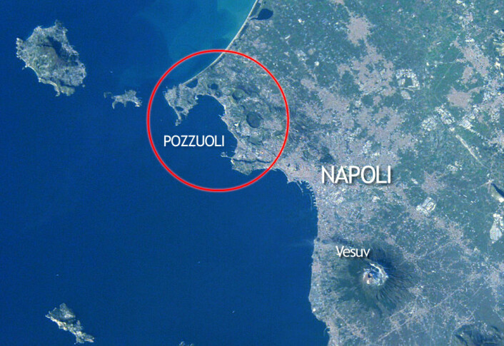 Oversiktsbilde over supervulkanen Campi Flegrei ved Napoli. (Foto: (Figur: forskning.no/Earth Sciences   and Image Analysis Laboratory, NASA Johnson Space Center))