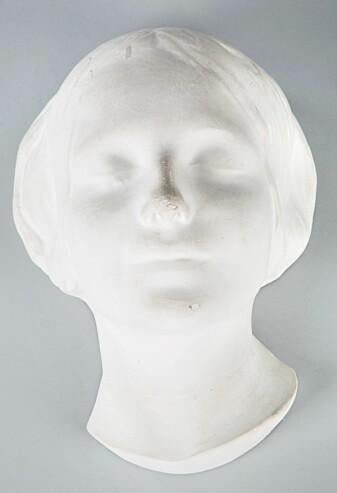 Piken fra Seinen havnet på veggene i millioner av europeiske hjem. Den norskproduserte Anne-dukken skal ha blitt laget med inspirasjon fra denne dødsmasken.