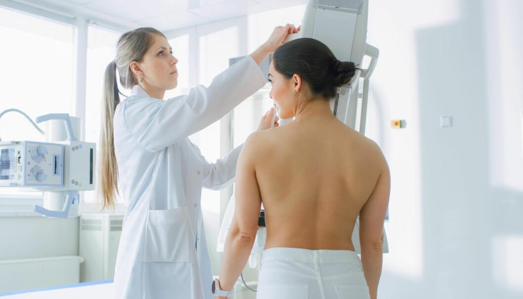 Diskusjonene om fordeler og ulemper ved mammografi har vært mange de siste årene. Det kan ha bidratt til at flere velger å ikke gå til mammografiscreeningene de blir invitert til, tror forsker.
