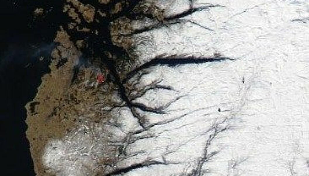 NASA har avmerka med rødt der satellitten har målt uvanlig sterk varme. NASA