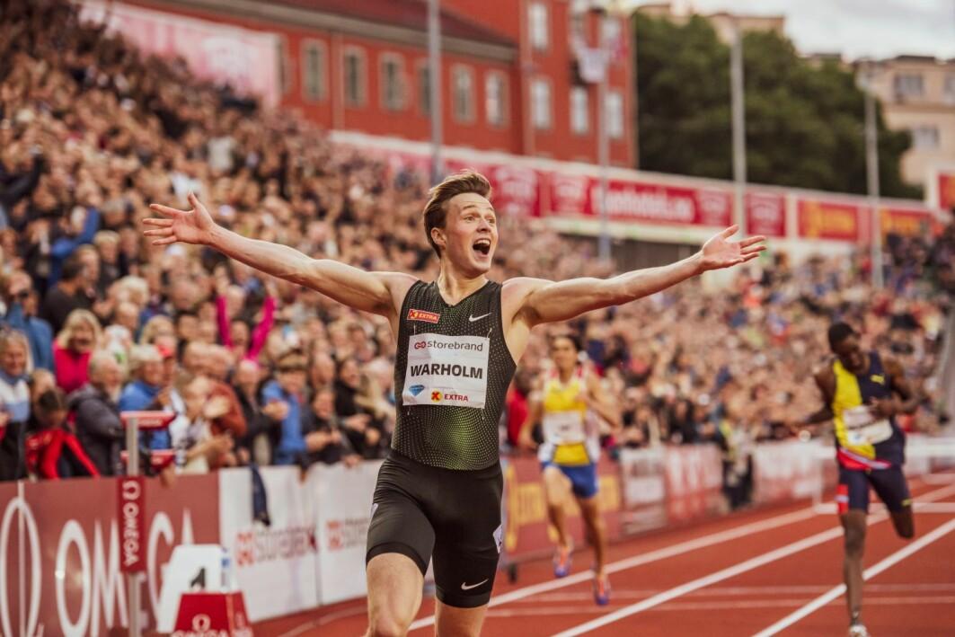 Hekkeløperesset Karsten Warholm sier selv at han har «alt» å takke treneren Leif Ove Alnes for suksess på idrettsarenaen. Her har han nettopp satt ny europeisk rekord på 400 meter hekk under Bislett Games i 2019.