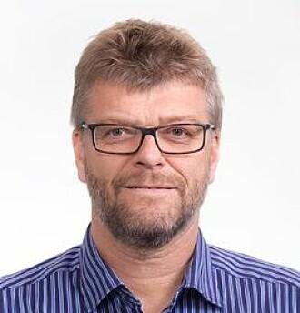 – Vi kan stemme bort Erna Solberg, men svenskene kan ikke stemme bort statsepidemolog Anders Tegnell. Jeg mener at det er mest riktige at politikere tar beslutningene under pandemier, på bakgrunn av faglige råd, sier historiker Erik Opsahl.