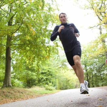 Leseren vår løper fire ganger i uken. Men når han skulker treningen, føler han seg mer andpusten og uopplagt neste gang han løper. Kan det skyldes at kondisjonen hans er blitt dårligere? (Foto: Colourbox)