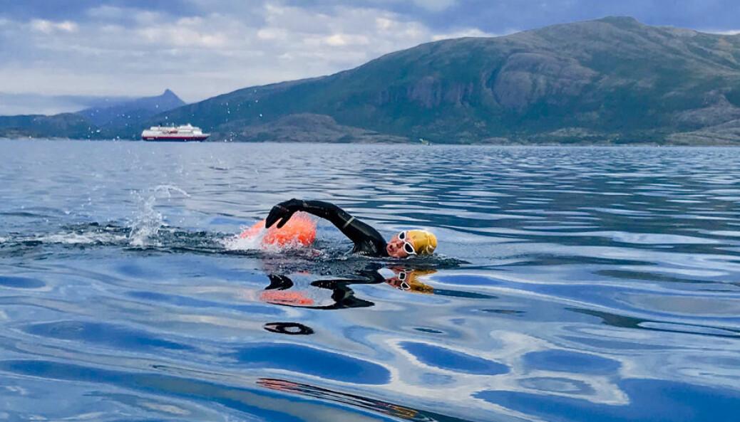 Forsker Tore Kristian Aune mener at svømming og livredning kan gjøres mer interessant og mer praktisk nyttig om den foregår utendørs. Her fra Leka i Trøndelag.