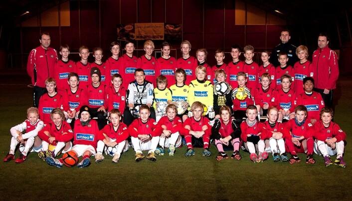39 fotballspillere fra Bryne sammen med lagledere og trenere. Bildet er av gutter 12-gruppa fra 2011.
