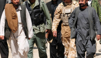 Talibankrigere overgir seg til afghanske sikkerhetsstyrker i Puza-i-Eshan i 2010. ISAF Public Affairs