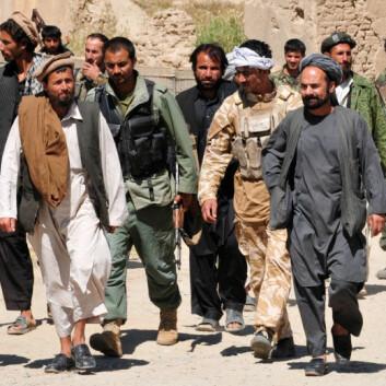 Talibankrigere overgir seg til afghanske sikkerhetsstyrker i Puza-i-Eshan i 2010. (Foto: ISAF Public Affairs)