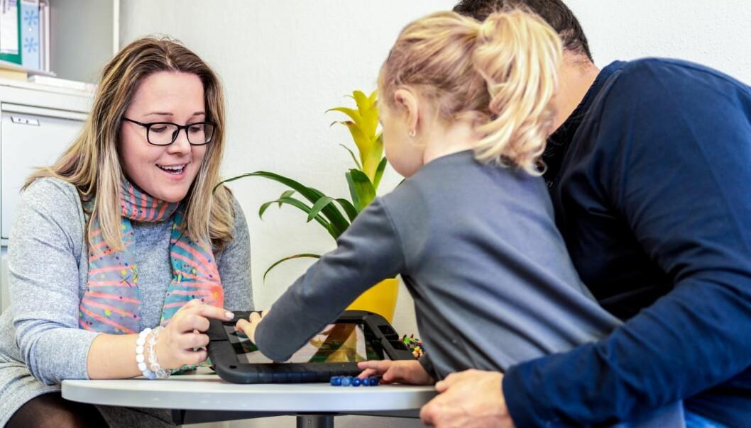 – Yngre barn kan ha vanskeligere for å sette ord på ting som er vanskelig, sier forsker Ane-Marthe Solheim Skar.