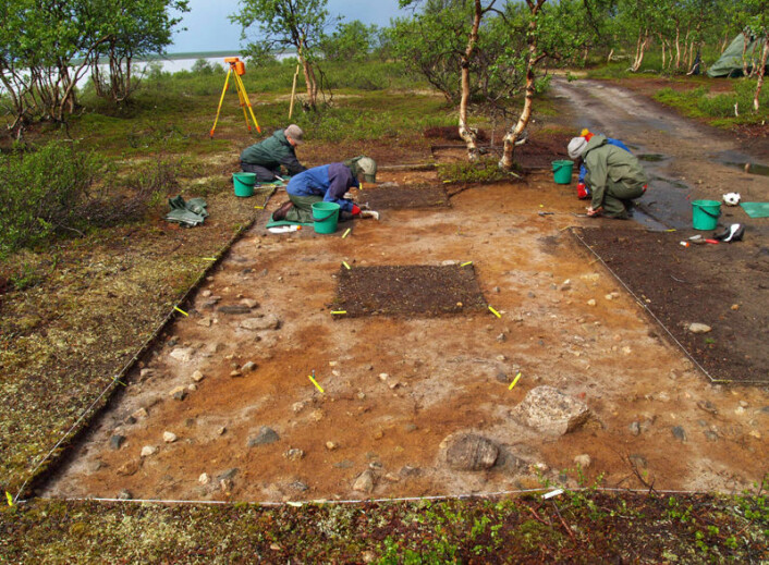Utgraving på boplassen Sujala i Nord-Finland, der også daværende arkeologistudenter fra Universitetet i Oslo deltok. (Foto: Jarmo Kankaanpää)