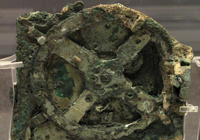 Dette er en av restene av Antikythera-mekanismen. Den over 2000 år gamle gjenstanden lå på havets bunn i 2000 år.