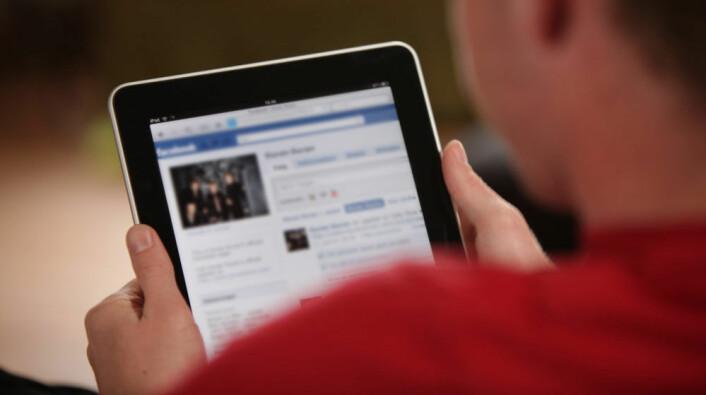 Danskene deler nyheter på Facebook som aldri før. (Illustrasjonsfoto: Colourbox)