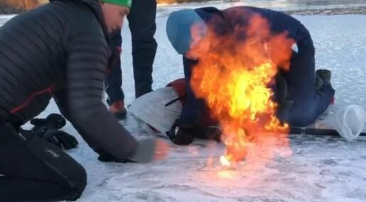 Se hvordan det brenner i skøyteisen!