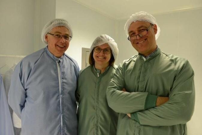 Ole Dorholt (t.v.) og Ole Røhne sammen med prosjektleder for den norske AEgIS-forskningen Heidi Sandaker.