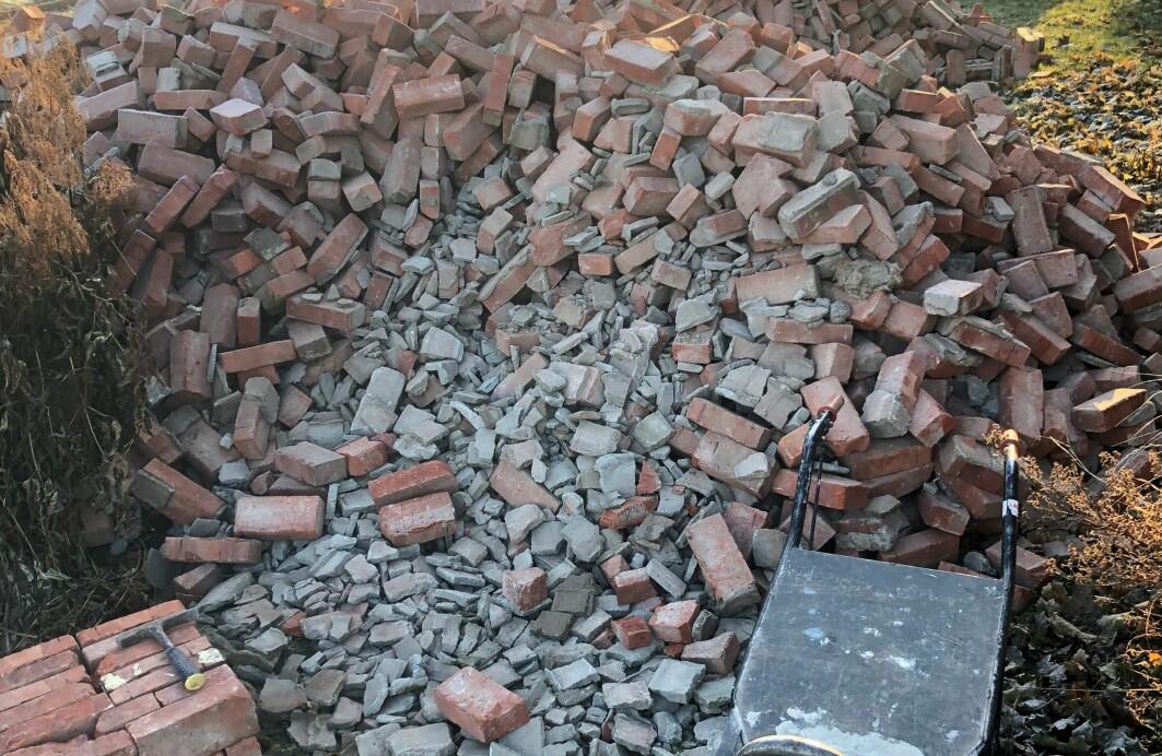 Gjenbruk av byggematerialer er effektiv ressursbruk, men i Norge ender brukt teglstein som regel opp som avfall.