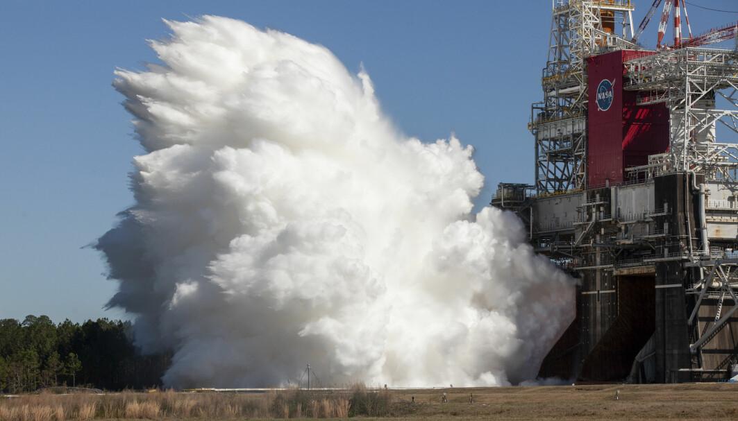 Her testes rakettmotorene i mer enn åtte minutter totalt.