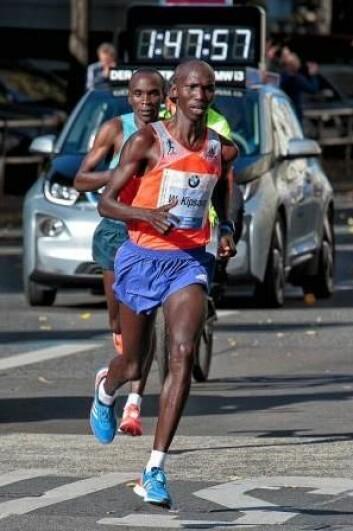 Ifølge den australske forskeren Simon Angus kan de beste maratonløperne kanskje løpe enda raskere hvis de løper med jevnere belastning. Her verdensrekordholder Wilson Kipsang Kiprotich. (Foto: Wikimedia Commons)