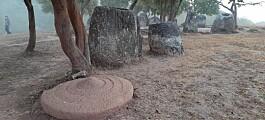 Mer enn 2000 slike enorme steinkrukker står i Laos. Nå vet forskere mer om hvor gamle de er