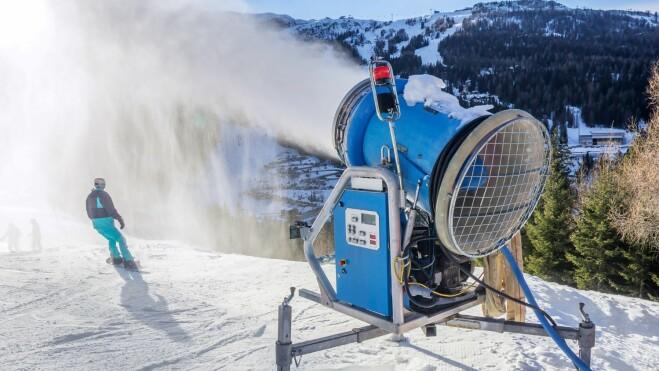 Et alpinanlegg også kan ha negative effekter på miljøet. Energi- og vannforbruket til snøkanoner og heiser er høyt.