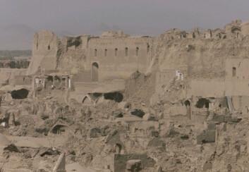 Ødelagte bygninger etter jordskjelvet i Bam, Iran, 26. des. 2003