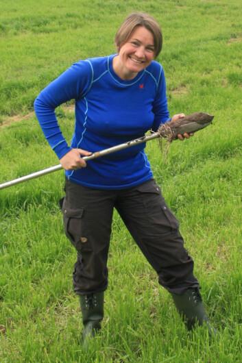 Jordgransker Siri Svendgård-Stokker er fagansvarlig for kartlegging av jordsmonn. (Foto: Åge Nyborg)